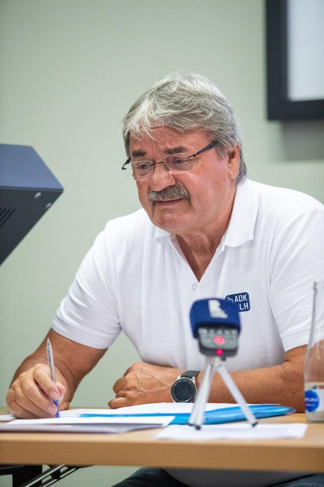 Miloslav Šeba na úterní tiskové konferenci.   Zdroj fotografie: Český hokej
